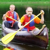 Zwei Männer im Kanu